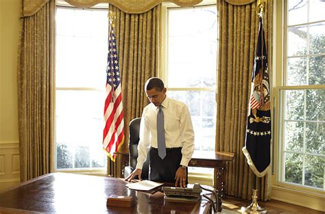 obama at desk white house interiors