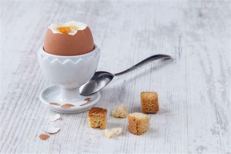 come cucinare l uovo alla coque come cucinare le uova consigli per ogni metodo di