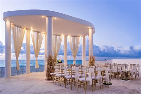 The Best Cancun Wedding Resorts   Destination Weddings Blog