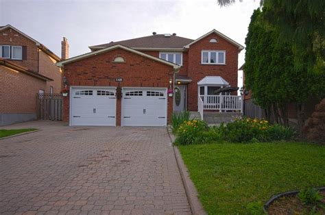 Town House For Sale 148 Springbrooke Cres Mississauga Luxury Homes For Sale Mississauga