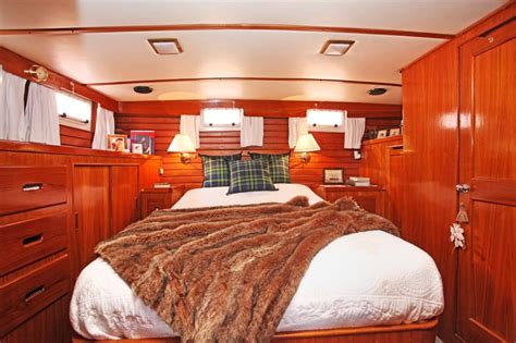 2 bedroom houseboat for sale 2 bedroom house boat for sale in chelsea harbour chelsea