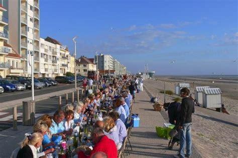 Hardelot : le diner en bleu et blanc en juillet sur la digue Photo de Hardelot, Pas de Calais