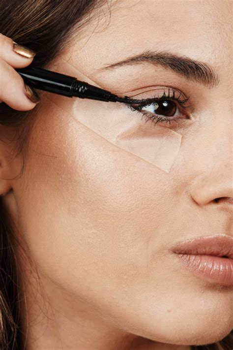 tutorial eyeliner con scotch come mettere l eyeliner con lo scotch per una riga perfetta