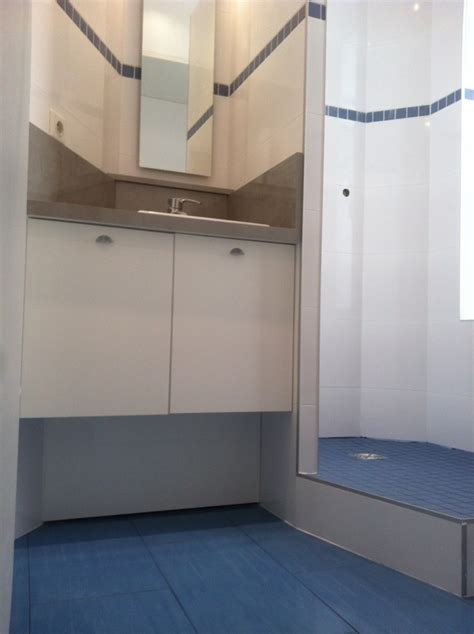 salle de bains dans un espace loge de concierge