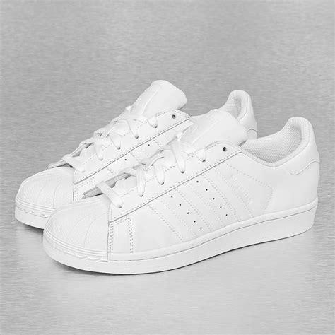 White Bench With Baskets Adidas Superstar Founda Blanc Femme Baskets Adidas