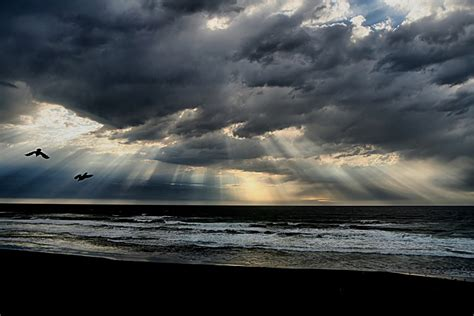 file beach crepuscular rays new jpg wikimedia commons