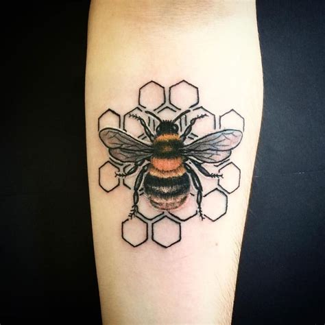 honeybee tattoo best 20 bee ideas on bumble bee
