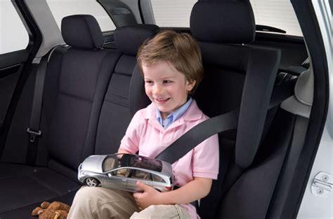 un nino seguro de consejos para un viaje feliz y seguro en familia