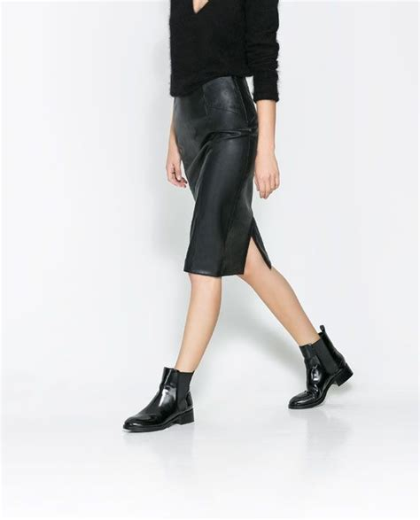 leather pencil skirt and flat shoes skinnkjol pennkjol