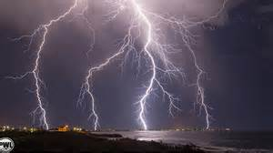 Weather Lightning Weather Provides Stunning Lightning Show Coast