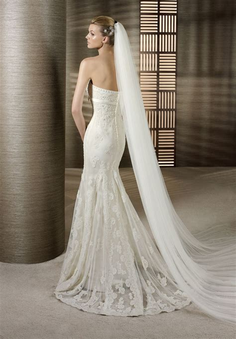 lace mermaid wedding dress looking sexy and elegant with strapless mermaid wedding
