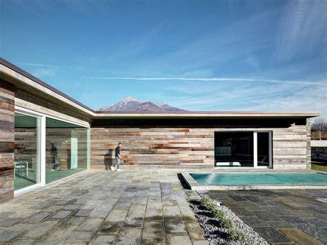 casas en italia fachada de piedra en una casa moderna en italia casas y