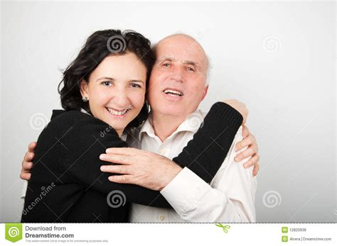 papa coge a su hija padre coge a su hija padre mayor y su hija en blanco y