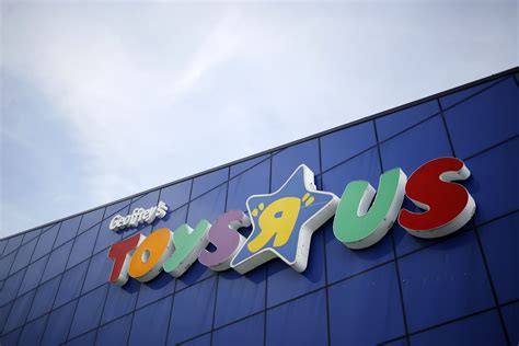 Toys R Us Bankruptcy Gift Cards - toys r us files for bankruptcy protection what that means money