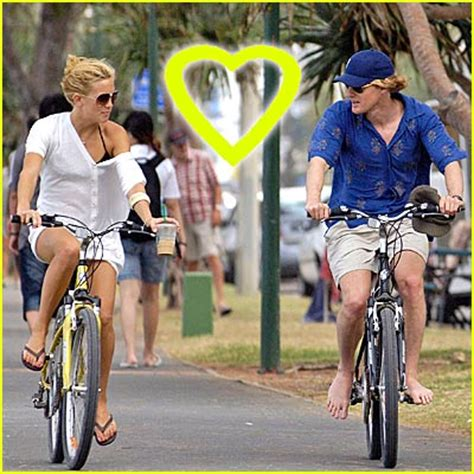 Owen Wilson Bikes To Clubs by Owen Wilson Barefoot Biking Kate Hudson Owen
