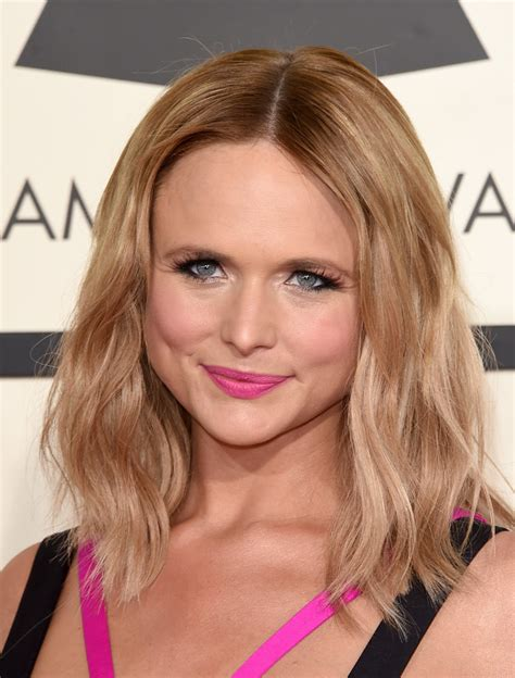 Miranda Lambert Hairstyle by Miranda Lambert Medium Wavy Cut Hair Lookbook Stylebistro