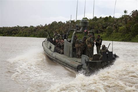 cooks river boat r 10 us sailors in custody after entering iranian waters