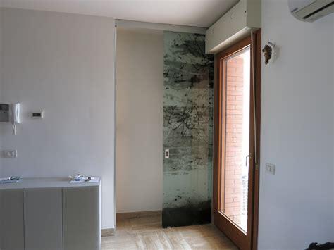 porta mantovana porta aperta con mantovana temperata scorrevole con decoro