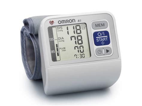 Blood Pressure Monitor Omron omron r3 wrist blood pressure monitor hem 6200 e white