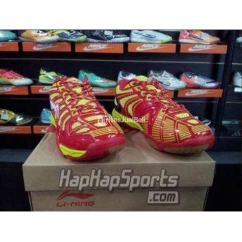 Sepatu Badminton Lining Anak sepatu badminton lining turbo spider merah kuning size 40
