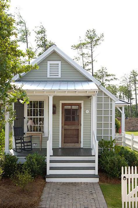 cottage front door home decorating trends homedit