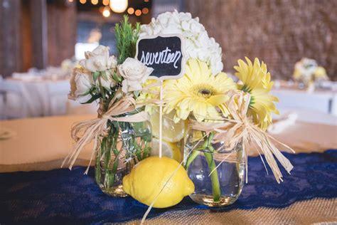 centro tavola con frutta diy centrotavola fai da te con fiori freschi e frutta di
