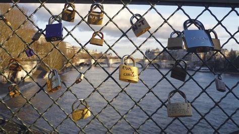 cadenas d amour definition cadenas d amour sur le pont des arts