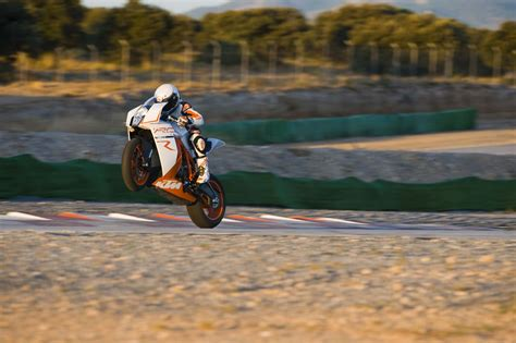 Ktm 1190 Wheelie 2011 Ktm 1190 Rc8r Wheelie Wallpaper 2048x1363 111134