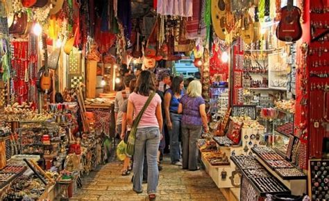 9 best shopping destinations in Mumbai where you can shop