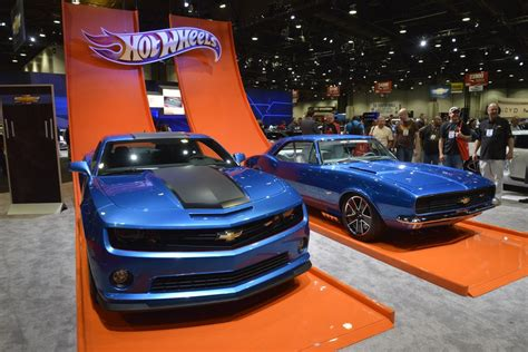 hot wheels toy cars  anniversary car magazine