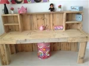 Desk Ideas Diy by 6 Diy Ingenious Pallet Desk Ideas 101 Pallets