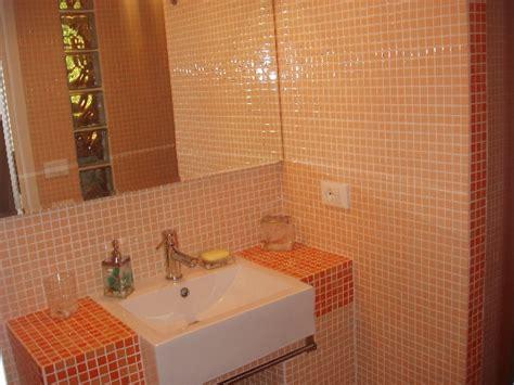 bagni in muratura con mosaico arredamento bagno in muratura alternativa ai mobili