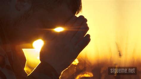 imagenes varones orando por encima de todas las cosas consigue uncion leonard
