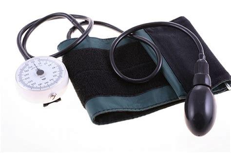 pressione alta e giramenti di testa pressione bassa cause sintomi e rimedi naturali