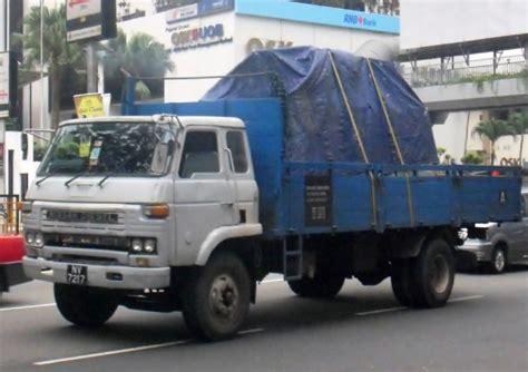 nissan diesel trucks truck photos nissan diesel ud ck30 cargo truck