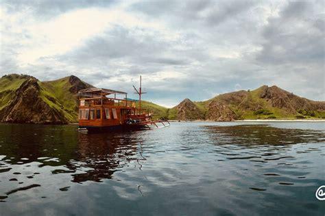 boat charter labuan bajo private charter boat labuan bajo boats for rent in