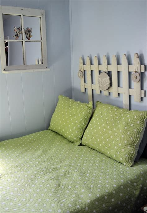 Picket Fence Headboard 15 Awesome Diy Projects You Can Make With Fence Boards