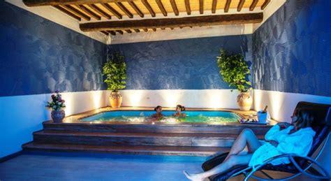 vasca idromassaggio spa hotel centro benessere cortona resort spa weekend
