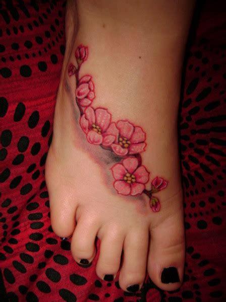 tatuaggio fiori ciliegio tatuaggio fiore ciliegio piede 02 tuttotattoo