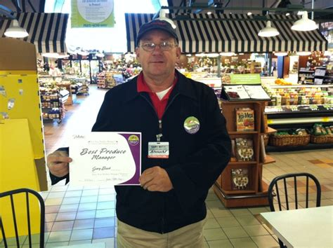 Schnucks Gift Card Promotion - schnucks names best produce manager for frieda s promotion shelby report