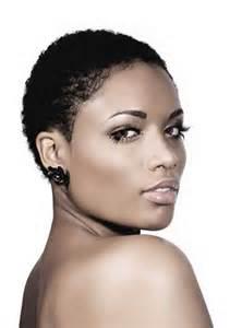 Haircut curly super short pour les femmes noires