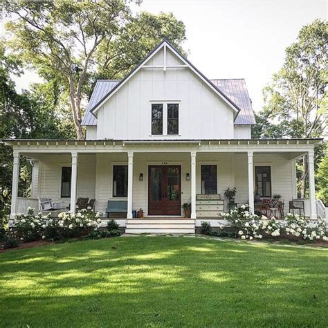 farm house porches via farmhouse touches farmhouse farmhouse