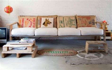 upcycling sofa upcycling a pallet couch 101 pallets