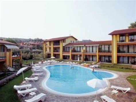 hotel le terrazze h 244 tel r 233 sidence le terrazze sul lago lombardie gt locations