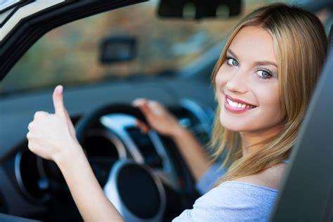donne al volante donne al volante abili come uomini ma meno aggressive