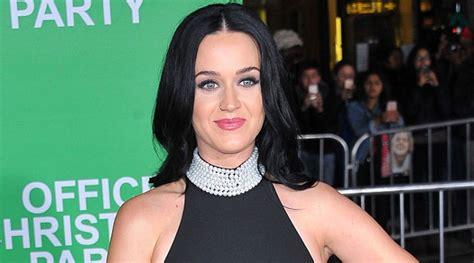 Kaos Katy Perry Roar ubah gaya rambut inilah penilan mengejutkan katy perry