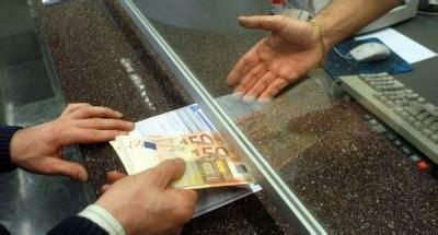 stipendio cassiere fiducia tradita il caso cassiere per anni si