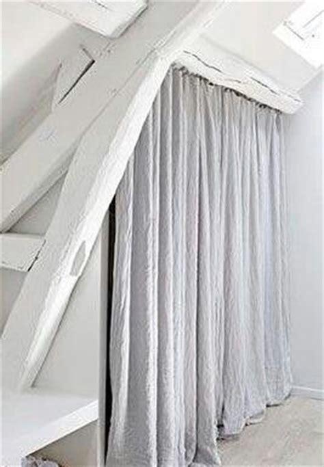 rideaux pour placard de chambre plut 244 t que des portes pour un placard sous combles de beaux rideaux en bedroom