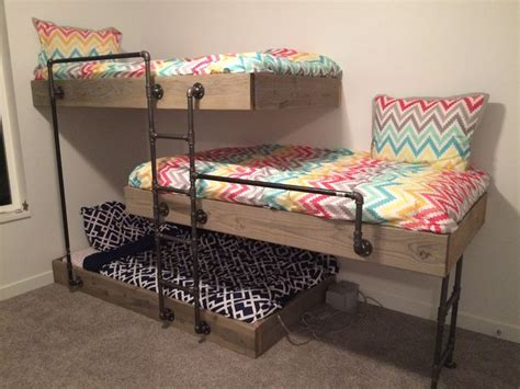 3 bunk beds 25 best ideas about triple bunk beds on pinterest