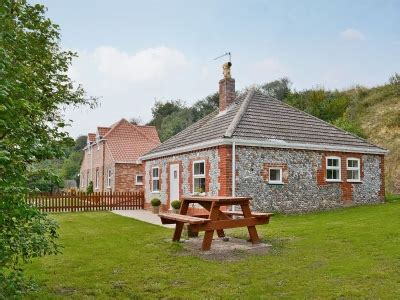 Dairy Farm Cottage by Dairy Farm Cottages Flint Cottage Ref 30346 In West